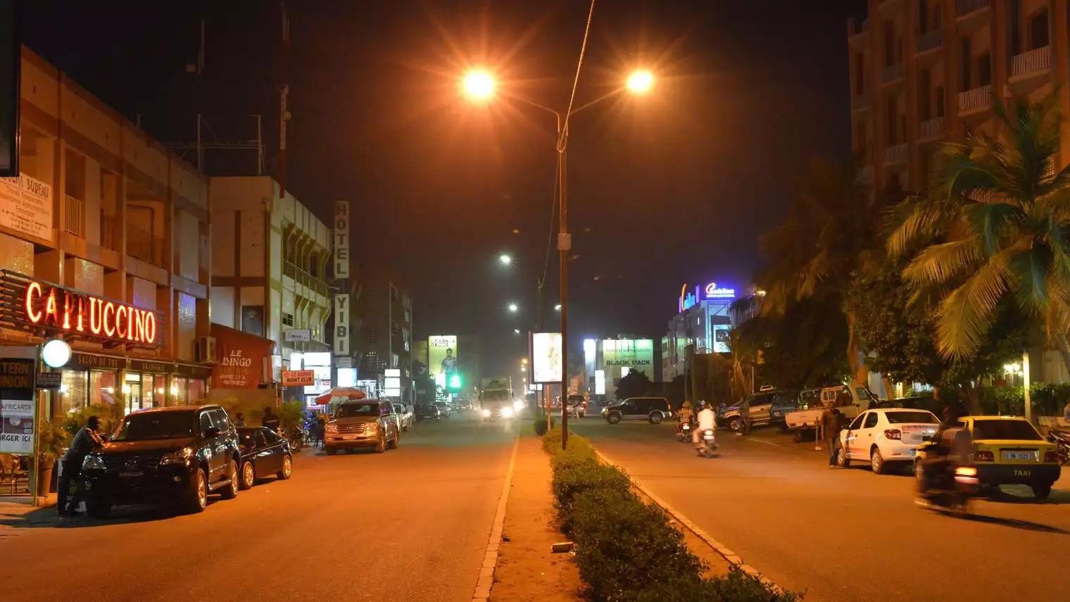 Burkina Faso: coups de feu et détonations dans un grand hôtel de Ouagadougou