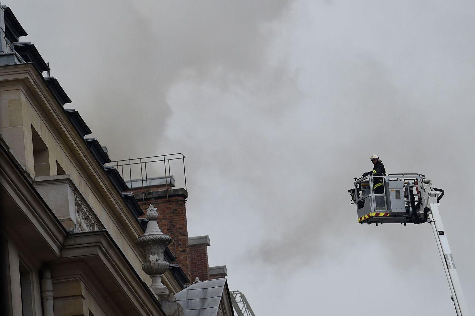 Incendie maîtrisé à l'hôtel Ritz à Paris, pas de victime