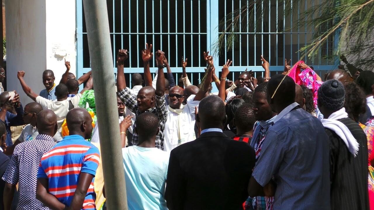 AFFAIRE OUMAR SARR : Les images de la mobilisation des députés ce matin au palais de Justice de Dakar