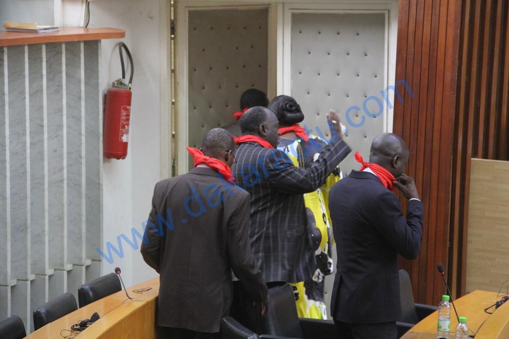 Les députés de l'opposition boudent la séance des questions d'actualité : « Ce qu'on nous joue ici, c'est du théâtre » (Thierno Bocoum)
