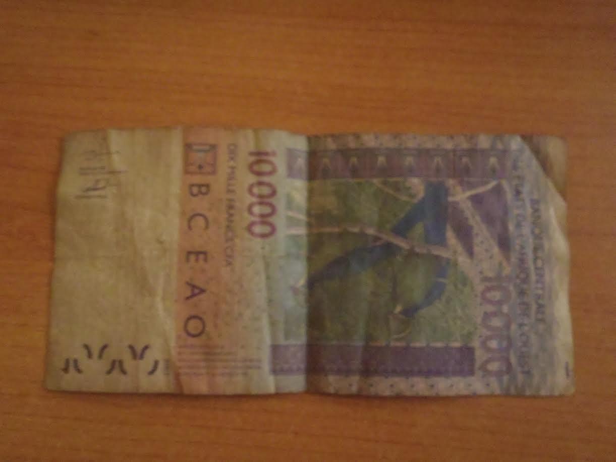 ALERTE : De faux billets de DIX MILLE sont bien dans le circuit!