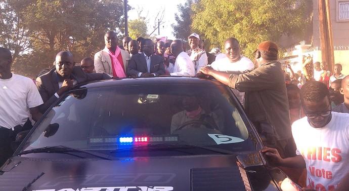 FRONT DU NON : Pour montrer leur unité tous les leaders dans la même voiture
