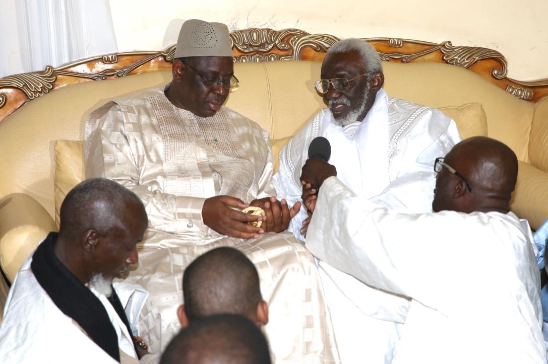 Présentation de condoléances par Macky Sall à Touba chez Serigne Dame Atta et Serigne Abdou Fattah Ibn Gaïndé Fatma
