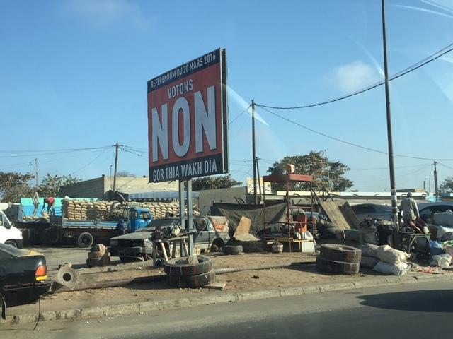 Référendum : Apparition des panneaux du « Non »