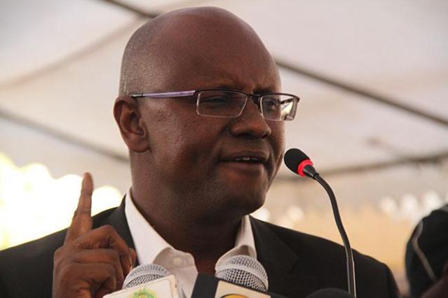 MAIRIE PARCELLES ASSAINIES : Un agent demande son salaire, le maire Moussa Sy le boxe