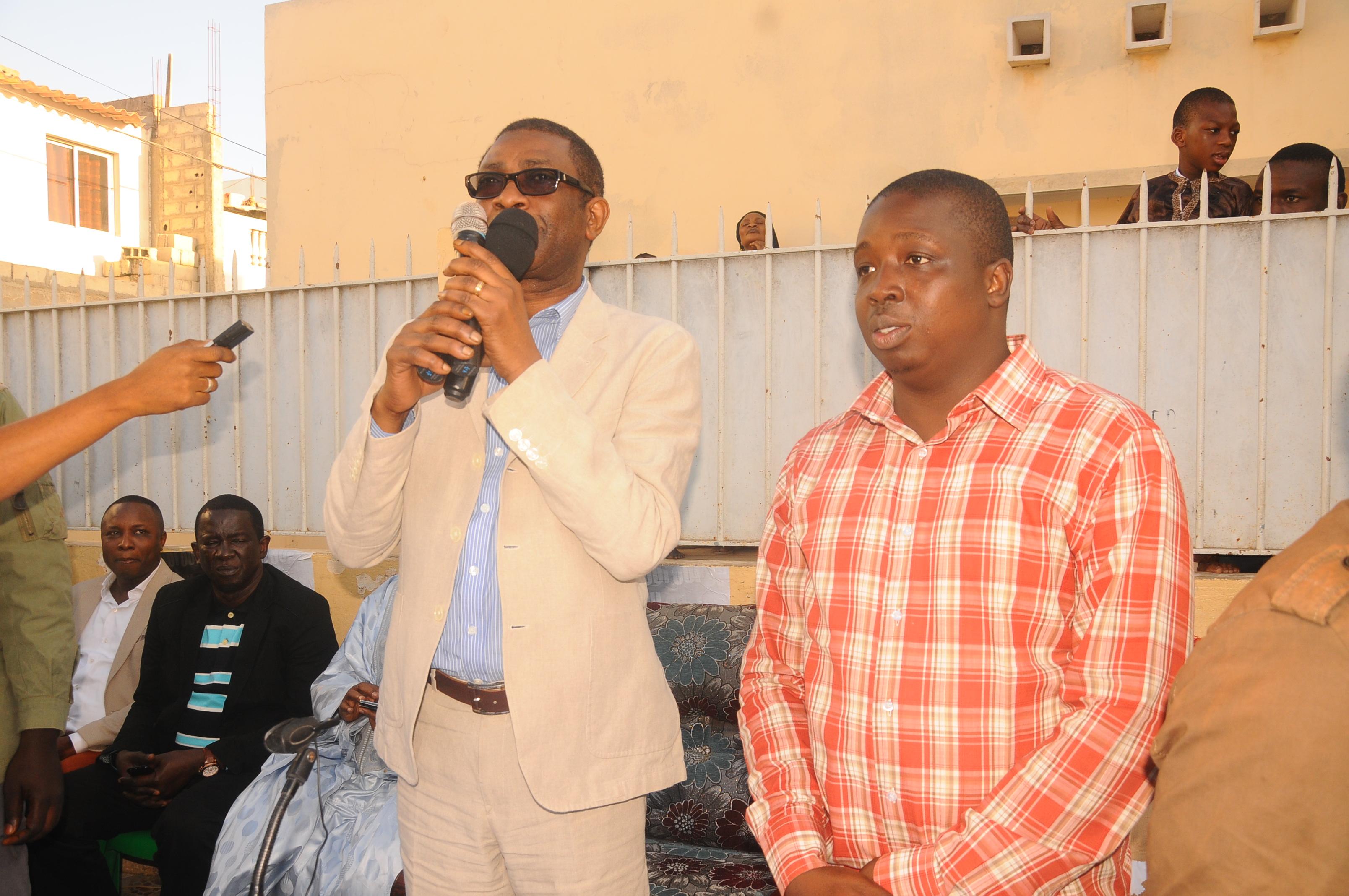 VISITE DU LEADER DE FEKKE MACI BOOLE AUX HLM : Youssou N'dour chez Pèdre N'diaye, le responsable des jeunes