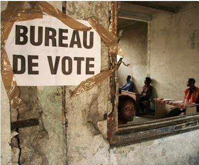 Un leader politique se livre à des pratiques mystiques dans les bureaux de vote