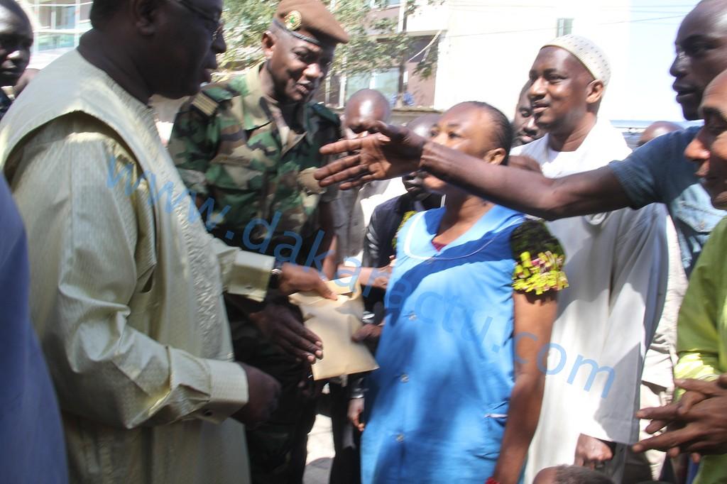 Interpellé par des enfants d'une pouponnière, le président Macky Sall promet de financer la construction de leur classe