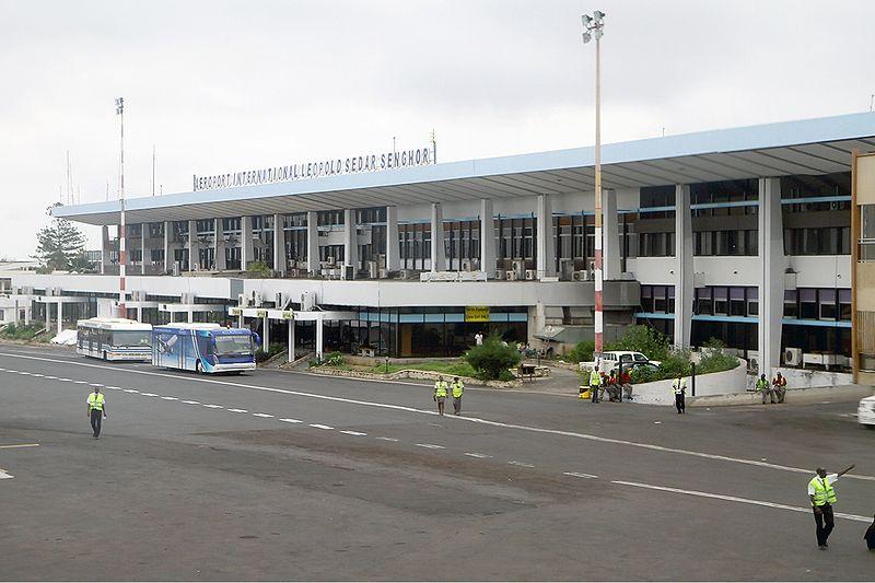 Route de l'Aéroport : Un chauffeur perd le contrôle de son véhicule et se retrouve sur les glissières