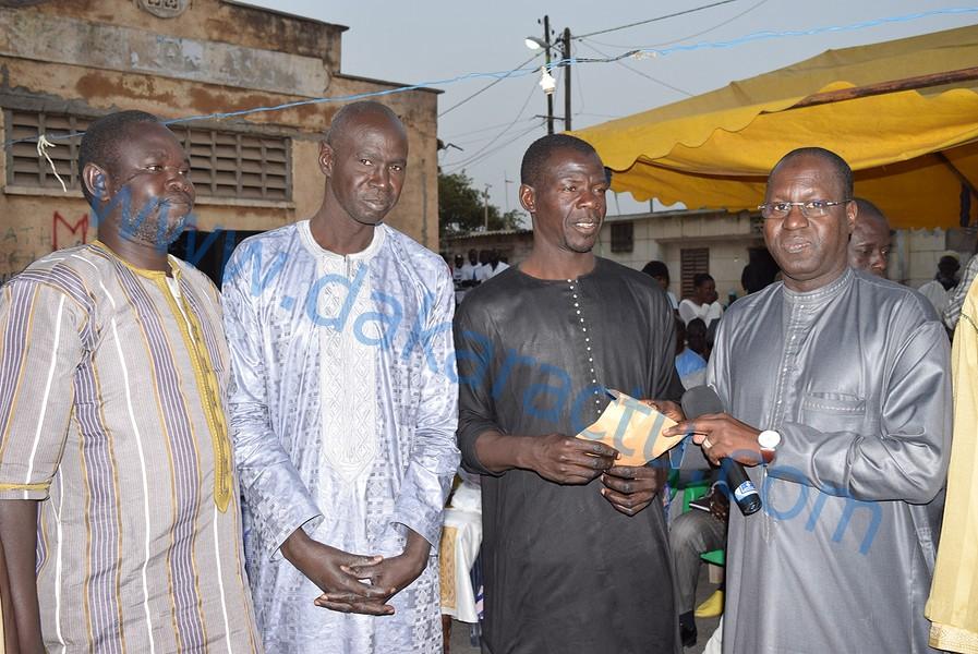 """Abdou Karim Sall : """" J'ai décidé de compléter le prix de la pirogue des pêcheurs de M'bao, en plus de la subvention du Chef de l'Etat """"( IMAGES)"""