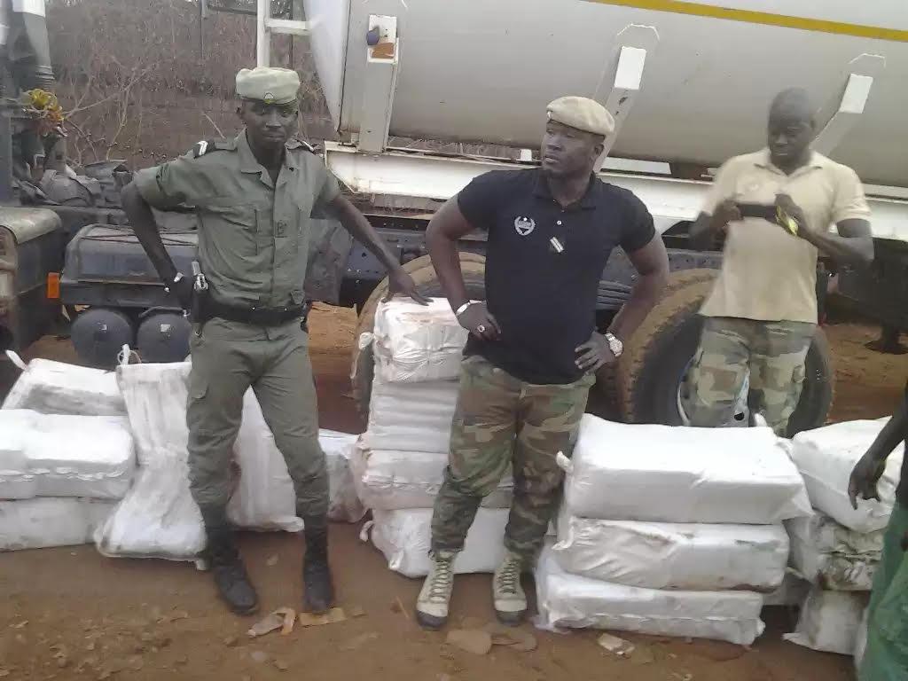 La Douane saisit 480 kg de chanvre indien à Moussala et 70 boulettes de cocaïne à Mpack