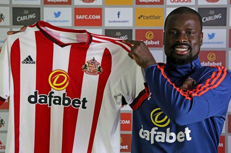 Football : L'Ivoirien Emmanuel Eboué, licencié de Sunderland pour des dettes impayées