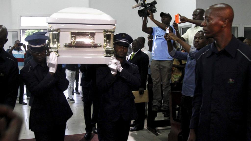 RDC : L'avion transportant la dépouille du chanteur congolais Papa Wemba a atterri à l'aéroport de Ndjili