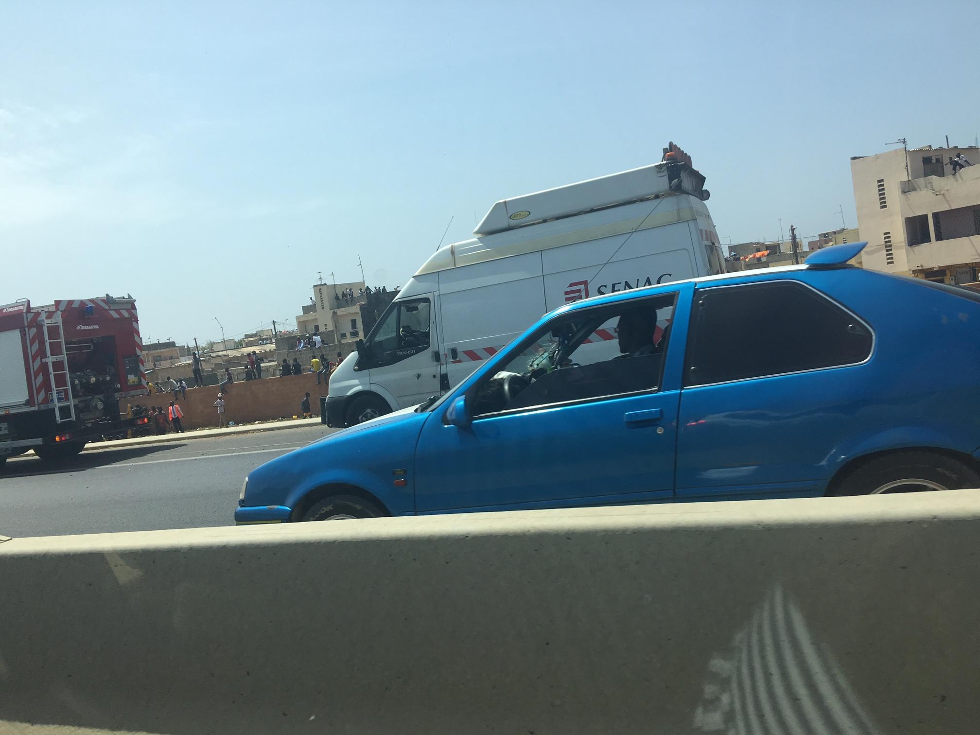 IMAGES : Un car N'diaga N'diaye se renverse sur l'autoroute à péage