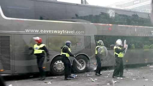 West Ham compte suspendre à vie ses supporters qui ont attaqué le bus de Man U