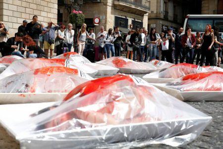 EN IMAGES. Action choc des manifestants anti-viande à Barcelone