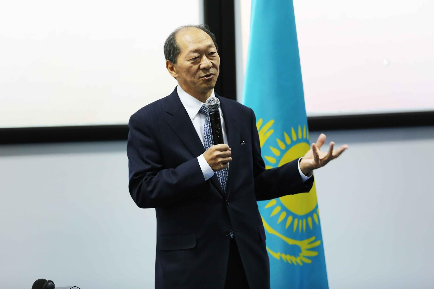 IMAGES : Le Président Macky Sall à l'Université Nazarbayev
