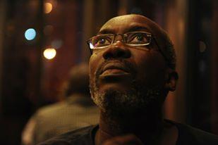 Le Journaliste Ibou Fall crée des néologismes comme karimwader, abdoulbayer, mackyer, youssoundourer, tanorer....