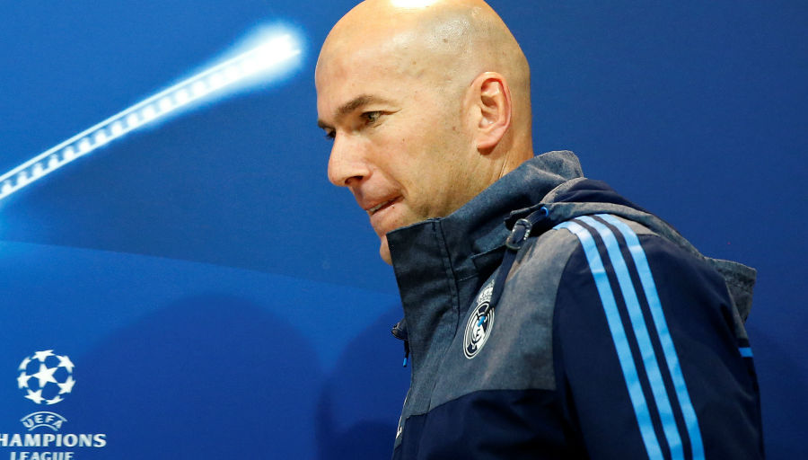 Zidane agacé par Deschamps