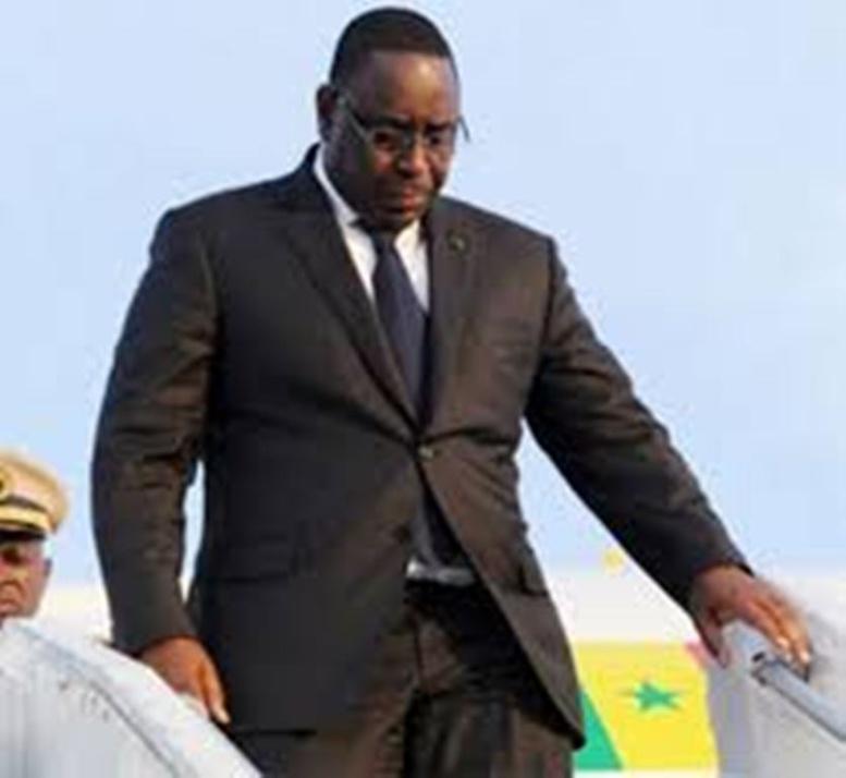 Séjours fréquents du Président à l'étranger : Une évaluation des voyages demandée