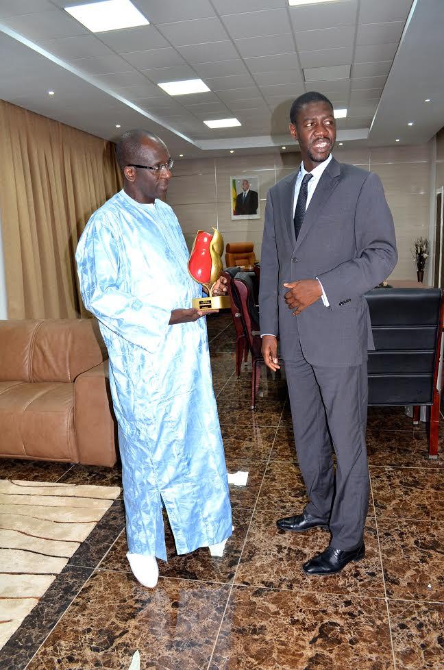 """IMAGES : Le ministre Abdoulaye Diouf Sarr reçoit son """"guerté d'or"""""""
