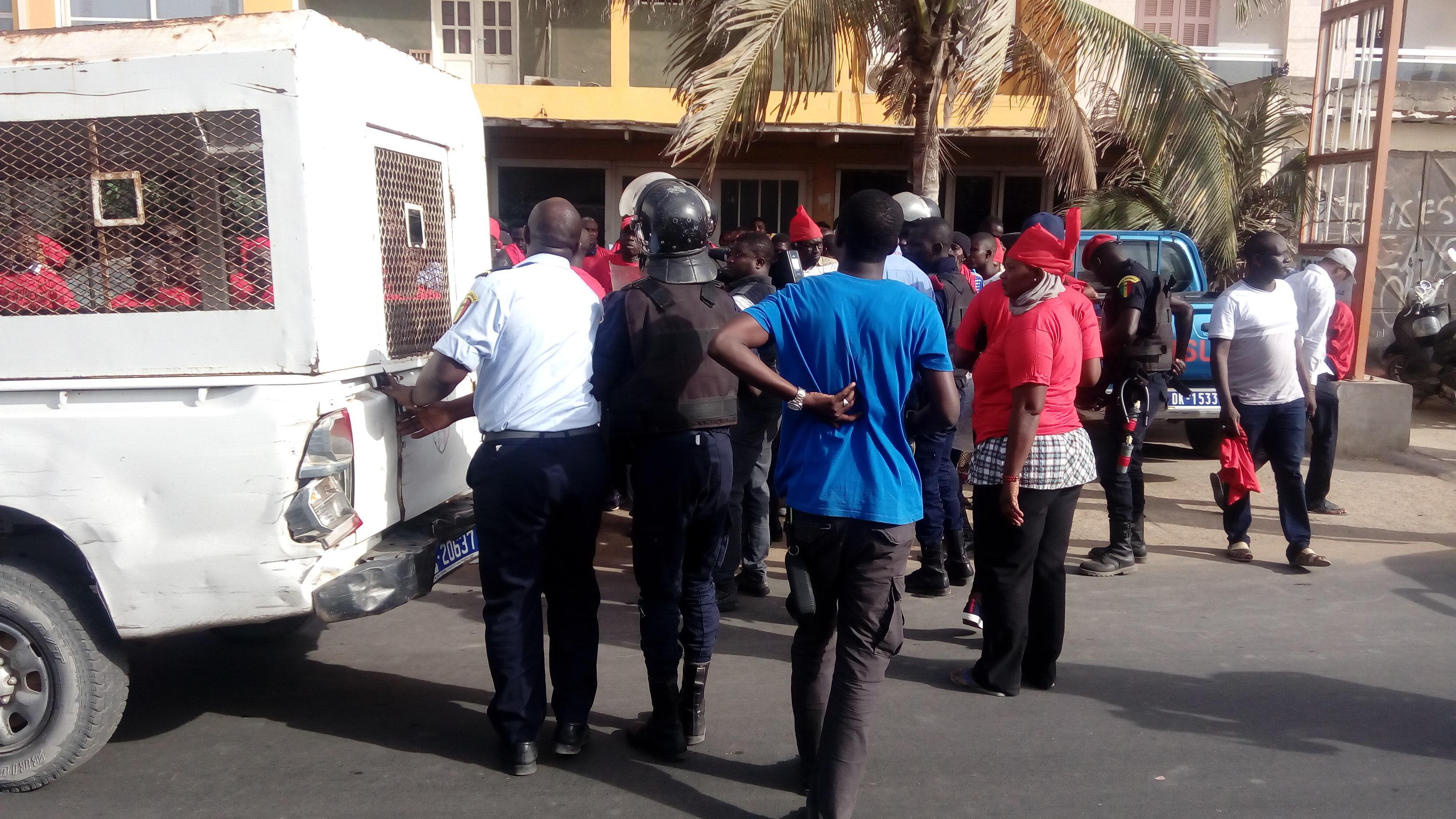 Parcelles Assainies : Arrestation de Khadim Gadiaga et de trois militants défavorables au maire Moussa Sy
