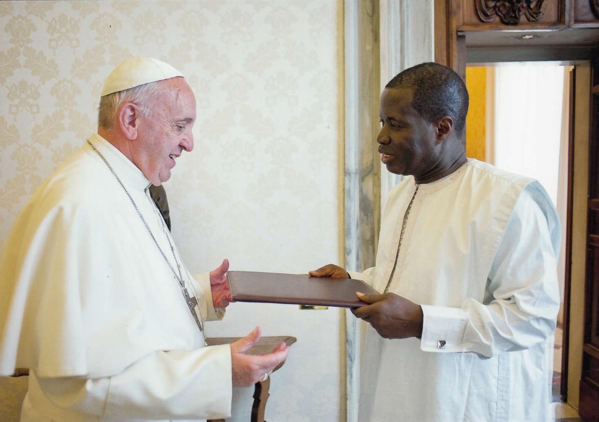 Le nouvel Ambassadeur du Sénégal près le Saint-Siège, a présenté ses lettres de créances vendredi dernier 1O juin au Pape François.