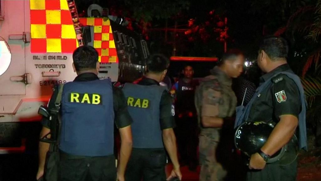 Attaque d'un restaurant à Dacca : Les forces de sécurité ont lancé l'assaut pour tenter de libérer les otages