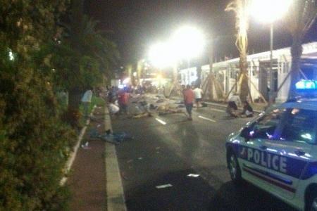 ATTENTAT : Un camion fonce sur une foule à Nice, des dizaines de morts
