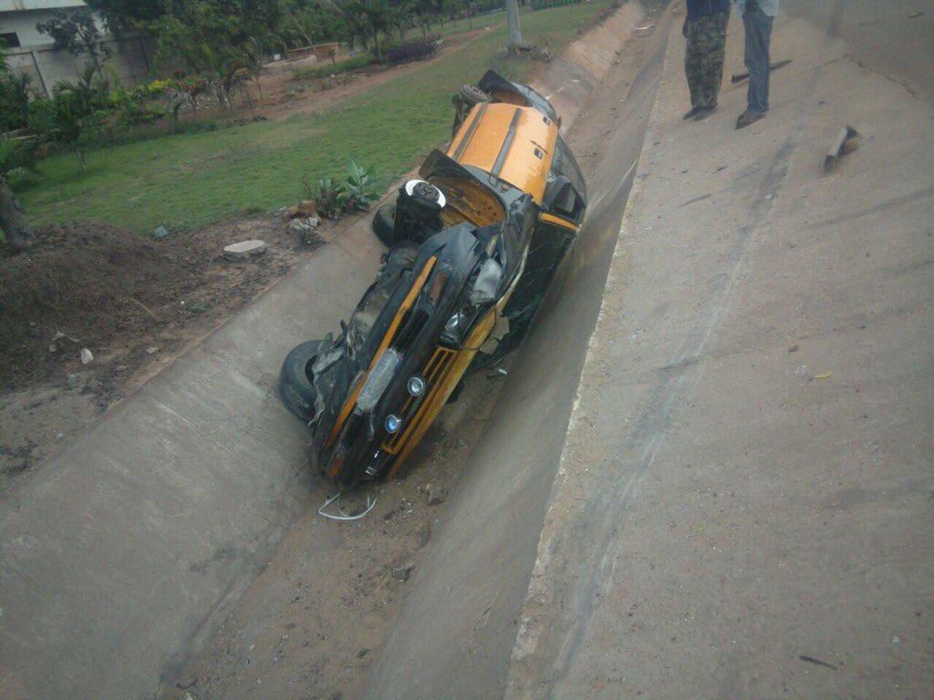 Autoroute : Un taxi s'est renversé juste après l'école Mariama Niass