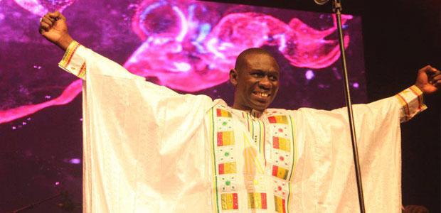 Pape Diouf met le feu à Old Town School de Chicago après Baba Maal et Youssou N'dour.