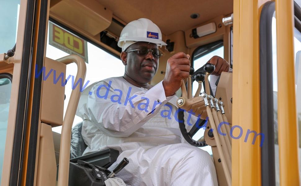 Phase supérieure de la mise en œuvre des infrastructures : Macky Sall met 150 milliards CFA pour le lancement des travaux d'élargissement de la route des Niayes (IMAGES)