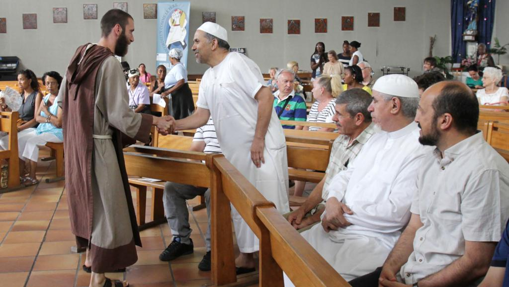 France: les musulmans à la messe aux côtés des fidèles catholiques