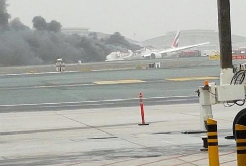 Un avion d'Emirates s'écrase en atterrissant à Dubaï