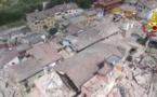 Un drone filme une ville dévastée par le séisme en Italie