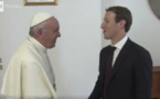 Mark Zuckerberg le boss de Facebook a rencontré le Pape à Rome et lui a offert un drone