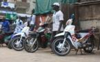 MAMADOU MAMOUR DIALLO OFFRE UN IMPORTANT LOT D'ÉQUIPEMENTS  DE PROTECTION ET DE SÉCURITÉ ROUTIERE AUX CONDUCTEURS DE MOTOS-JAKARTA DE LOUGA