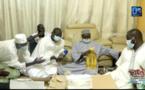 Tivaouane / Lutte contre la Covid-19 : Aziz Ndiaye apporte un don de 15 mille masques et 50 cartons d'huile au Khalife des Tidianes...