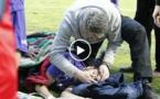 Il descend des tribunes et sauve la vie d'un joueur (vidéo)