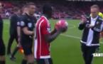 L'arbitre fait une bonne blague à Sadio Mané (vidéo)