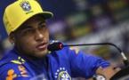 Agacé par une question sur sa vie privée, Neymar s'en prend à un journaliste