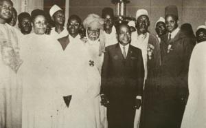 L'ancien président ivoirien Houphouët Boigny en compagnie de chefs religieux sénégalais