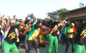 Le 12e Gaïndé s'échauffe pour le match Sénégal/Cameroun