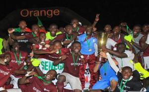 Génération foot remporte le trophée des champions devant le stade de Mbour