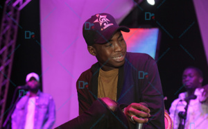 """( VIDÉO ) Sidy Diop a fait vibrer l'esplanade du Grand Théâtre à la soirée de """"OK AFRICA"""""""