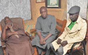 Abdoulaye Diouf Sarr au chevet de Boy Bambara : il donne des instructions pour la prise en charge totale de l'ancienne gloire de la lutte.