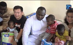 Don à l'orphelinat Daaray Serigne Saliou Mbacké : Modou Lo offre  des couches et des denrées aux enfants