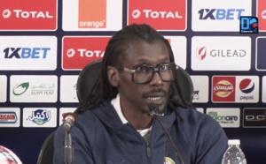 Aliou Cissé : « L'Ouganda assume son style défensif et joue à l'africaine, avec deux lignes de quatre joueurs »