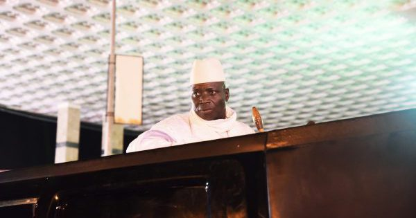 """SES DEUX """"TUEURS ARRÊTÉS"""", UN TÉMOIGNAGE L'ACCABLE DANS UNE EXÉCUTION : Yahya Jammeh encerclé"""