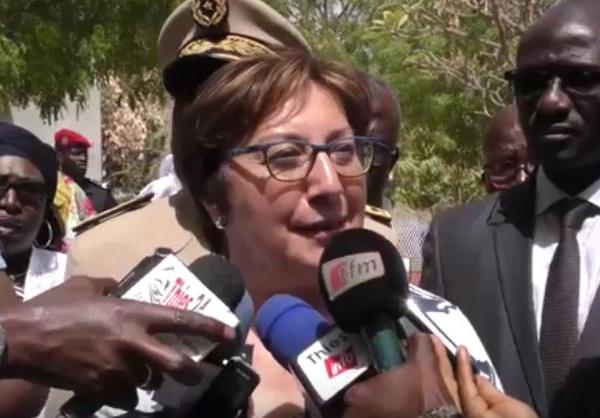 La Secrétaire d'État française, Martine Pinville sous le charme de l'artisanat sénégalais